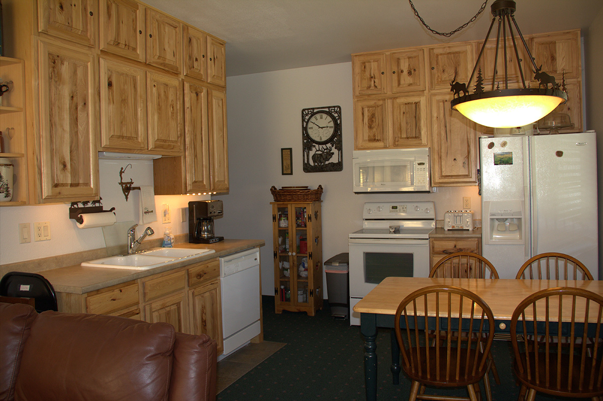 canyon park wyoming lodge exterior cabins yellowstone washburn lodges national listing travel